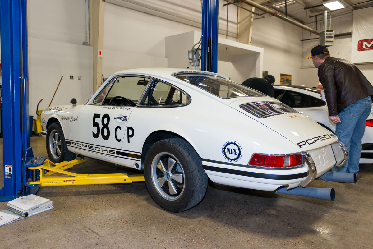 Moore Speed white Porsche